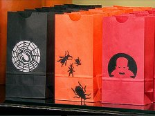 Martha Stewart: Stenciled Halloween Treat Bags